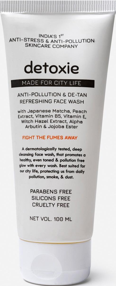 Detoxie Anti-Pollution & De-Tan Refreshing Face Wash